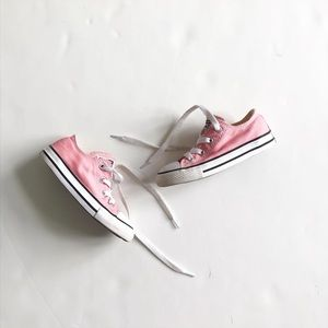 Converse light pink low-top sneakers VGUC size 8